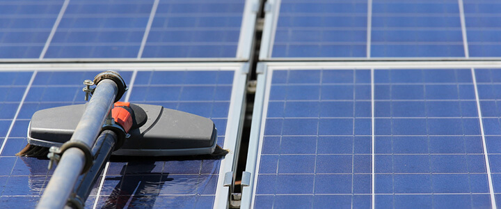 Solar_panel_cleaning_maintenance_720